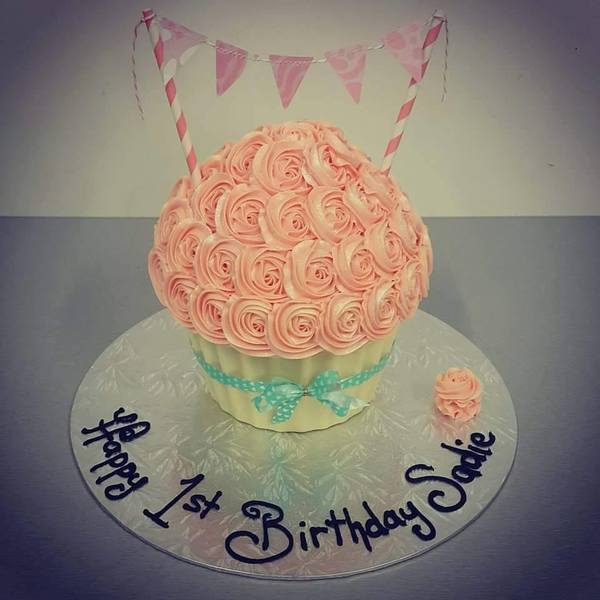 Giant Cupcake with White Chocolate Case