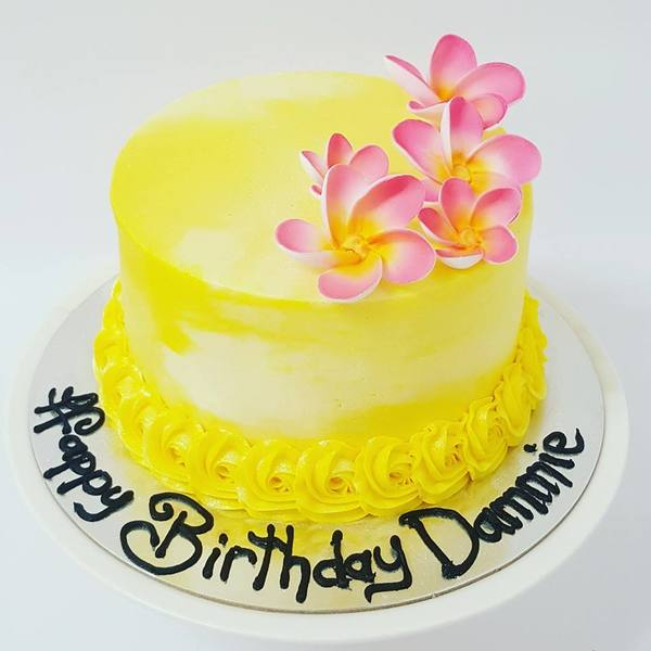 Smooth Yellow and Cream Marbled Cake with Frangipani