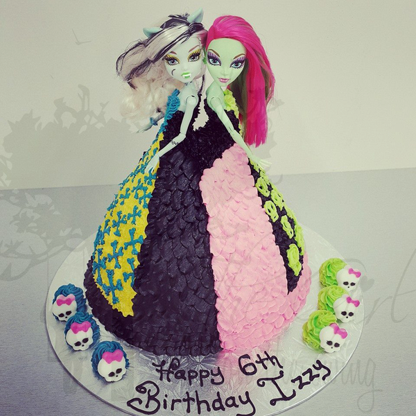Monster High Double Doll Cake