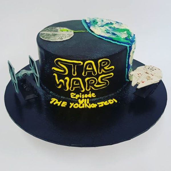 Star Wars Cake with Figurines