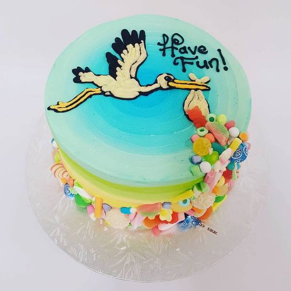 Three Colour Ribbed Buttercream with Stork and Lollies