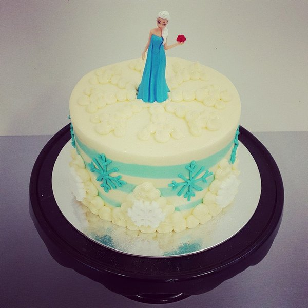 Smooth Cream and Blue with Piped Snowflakes and Elsa