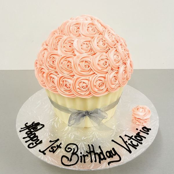 Light Pink Roses with White Chocolate Case and Silver Ribbon